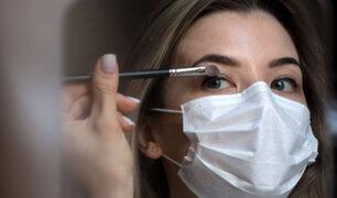 ¡Cuidado!: usar mascarillas con el rostro maquillado podría provocar acné y hasta rosácea