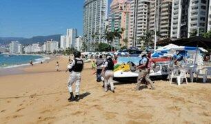 Acapulco: militares desalojaron de playas a personas que no acataban toque de queda