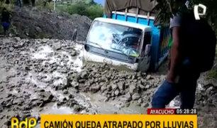 Ayacucho: conductor acaba atrapado en camión sumergido por fuertes lluvias