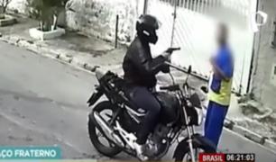 Brasil: repartidor se salvó de ser asaltado ...¡convenciendo al delincuente!