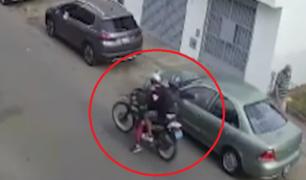 Los Olivos: sicarios asesinan a hombre de seis balazos dentro de su auto