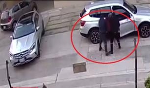 Jesús María: delincuentes a bordo de un Mercedes Benz roban en Residencial San Felipe