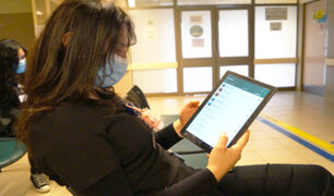 Hospital Loayza implementa televisita para pacientes con COVID-19