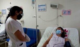 EsSalud se pronuncia sobre enfermera que se descompensó tras ser vacunada