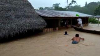 Loreto: Decenas de viviendas y un centro de salud hundidos tras desborde de río