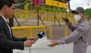 Asaltan con pistola en mano a reporteros deportivos durante transmisión en vivo