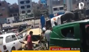 VES: camión choca contra un auto por falta de señalización