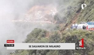 ¡Sorprendente! deslizamiento en cerro casi arrastra a vehículos al precipicio
