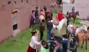 Cusco: pobladores agredieron a la policía para impedir ser intervenidos durante fiesta