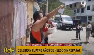 """Chiclayo: celebran """"cumpleaños"""" de hueco en la pista que lleva cuatro años sin ser reparado"""