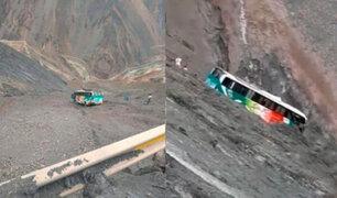 Ómnibus interprovincial con 40 pasajeros quedó al borde de un precipicio en Huarochirí