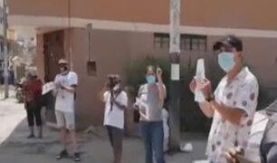 """Chiclayo: ciudadanos celebran """"cumpleaños"""" de un hueco en la pista sin ser reparado"""