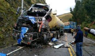 Violento choque entre dos pesados vehículos dejó una persona fallecida en Ayacucho