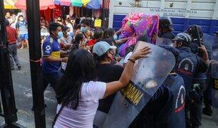 Trujillo: ambulantes arremeten contra la policía para ocupar calles