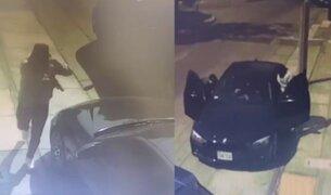 Surco: delincuentes a borde de auto lujoso roban carro y dinero a un hombre