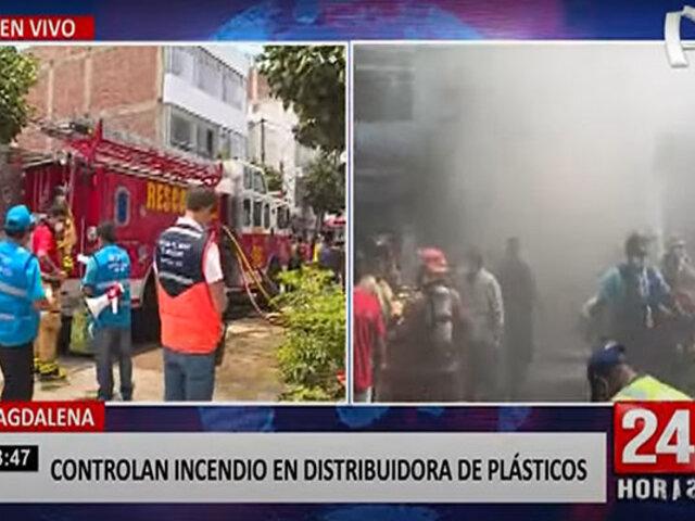 Magdalena: voraz incendio en tienda de plástico afectó edificios cercanos