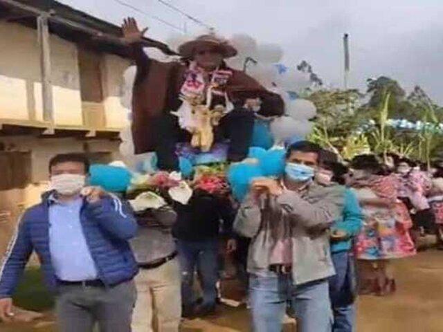 Kenyon Durand: congresista de AP es captado paseando en un anda en Huancavelica