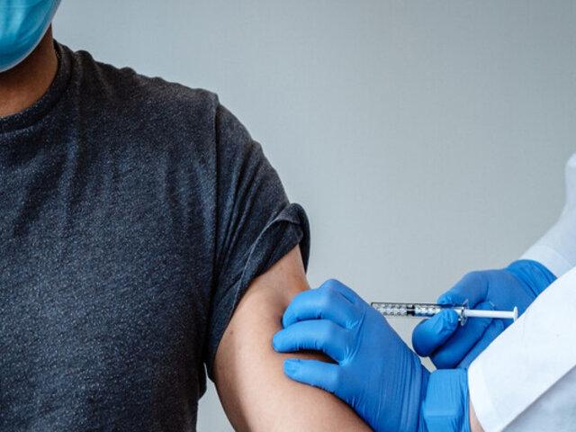 Extranjeros residentes o no podrán vacunarse contra la COVID-19 en Chile