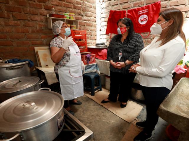 SJM: ministra de Defensa supervisó distribución de alimentos destinados a familias vulnerables