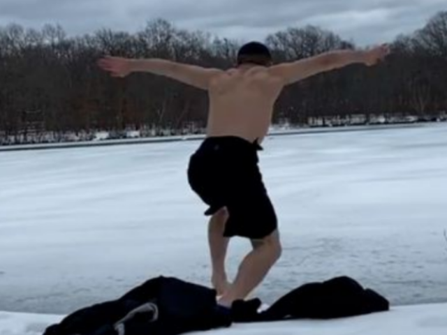 Luchador UFC se enfrenta a un lago congelado y pierde por KO