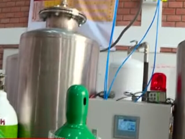 Jorge Muñoz inauguró planta de oxígeno en SJL