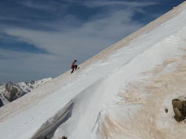 Leo Urban: deportista extremo sube nevado con los pies descalzos