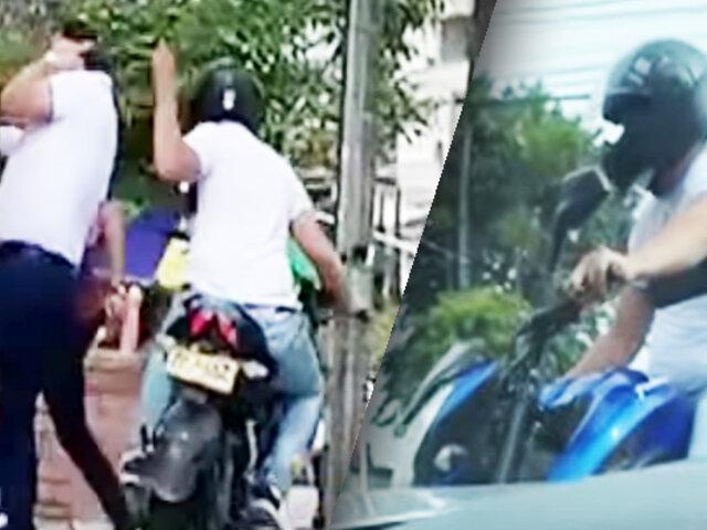 En dos segundos un delincuente en moto roba celular a transeúnte