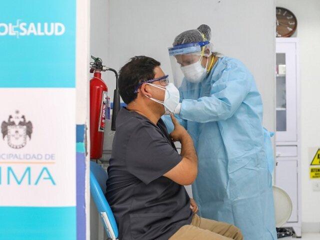 Covid-19: inician vacunación al personal de primera línea de Sisol