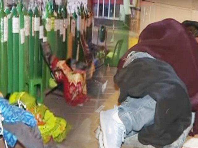 Cientos duermen a la intemperie para conseguir oxígeno en Puente Piedra