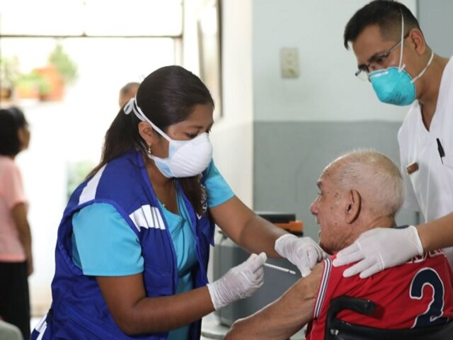 Adultos mayores estarán en la fase 1 del proceso de vacunación contra la Covid-19