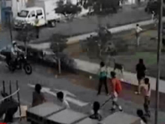 Hombre acusa a su madrastra de quererlo desalojar de edifico que heredó en Los Olivos