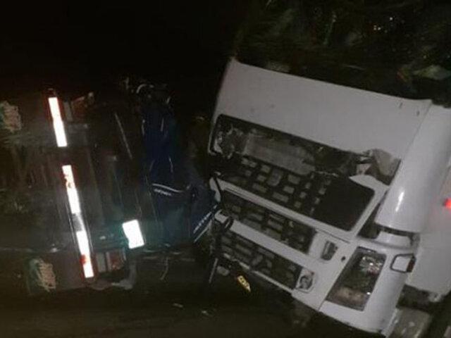 Choque frontal entre camión y motokar deja cuatro personas fallecidas en Tumbes