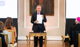 Duque firma decreto para regularizar migrantes venezolanos en Colombia