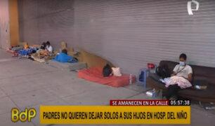 Hospital del Niño: Padres duermen en exteriores para no dejar solos a sus hijos