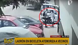 Chorrillos: delincuente utiliza cuchillo para amenazar y asaltar a mujeres