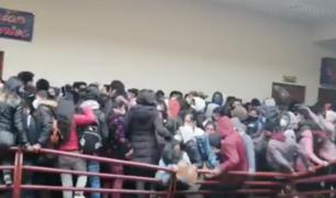 Bolivia: tres universitarios murieron al caer desde cuarto piso tras rotura de baranda