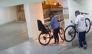 Surquillo: delincuentes ingresaron a edificio y roban 3 bicicletas
