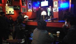 Huancayo: intervienen a 38 personas que bebían licor en bar a pocas horas del toque de queda