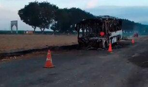 La Libertad: delincuentes asaltan a más de 20 pasajeros y luego incendian el bus