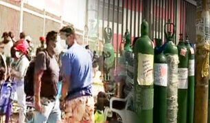Continúan largas colas para conseguir oxígeno en Puente Piedra