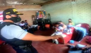 """Tumbes: policía intervino a 29 extranjeros escondidos en una casa de """"coyoteros"""""""