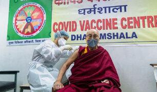 Covid-19: El Dalái lama se vacunó y pide a los demás que tengan el coraje de hacer lo mismo