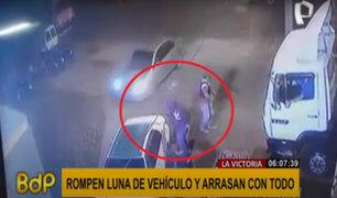 La Victoria: delincuentes rompen luna de vehículo y se llevan todo a su paso