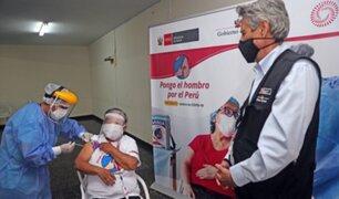 Presidente Francisco Sagasti supervisó vacunación en Hogar Canevaro