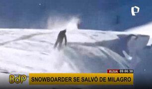 """¡Imágenes de infarto! """"snowboarder"""" se salva de milagro de caer a un abismo"""