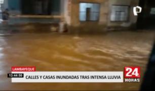 Calles y casas inundadas tras intensas lluvias en Lambayeque