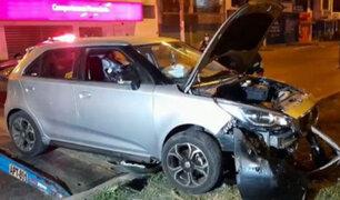 Los Olivos: mujer salvó de morir tras despiste y choque de su auto