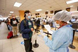 Amplían suspensión de vuelos desde Reino Unido, Sudáfrica y Brasil hasta el 15 de abril
