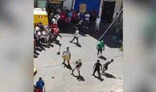 Comerciantes ambulantes enfrentan nuevamente a fiscalizadores en Mesa Redonda