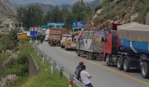 Transportistas bloquearon varios tramos de la Carretera Central en primer día de huelga nacional